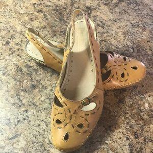 Pinkolinos Leather Closed Toe Sandal Tan 38